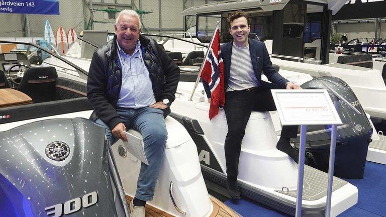 (tv) Helge Duus og Benjamin Schöll klar for 2020 sesongen og viser hele Ibiza rangen